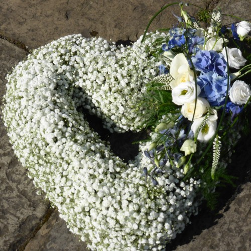 luxury-gypsophilia-open-heart-1