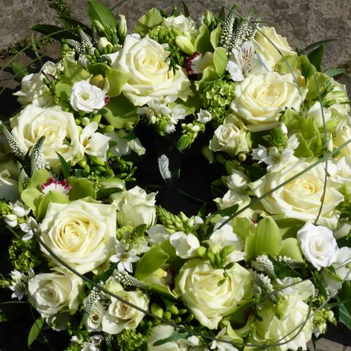http://www.janwatters.com/wp-content/uploads/2016/11/Luxury-Orchid-and-White-Rose-Wreath-4.jpg