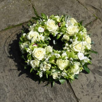 http://www.janwatters.com/wp-content/uploads/2016/11/Luxury-Orchid-and-WhiteRose-Wreath-1.jpg