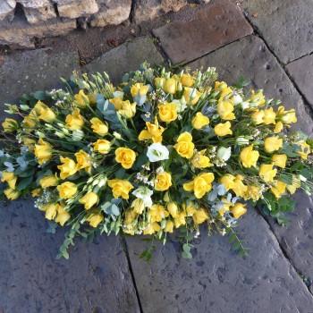 yellow-rose-coffin-spray