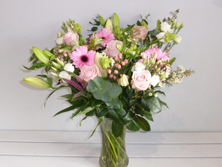 Super Mam Mothers Day Hand Tied Bouquet (1)